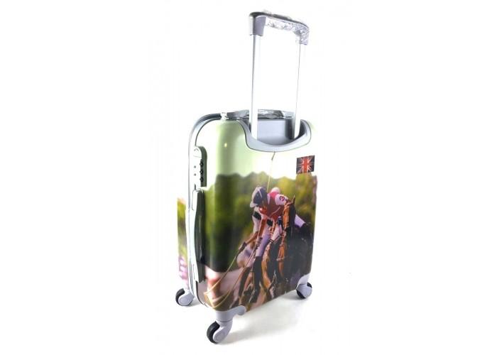 Пластиковый чемодан